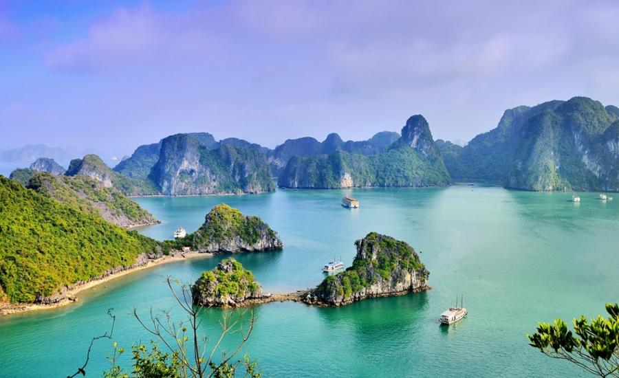 Highlights of Vietnam tour with Halong Bay cruise